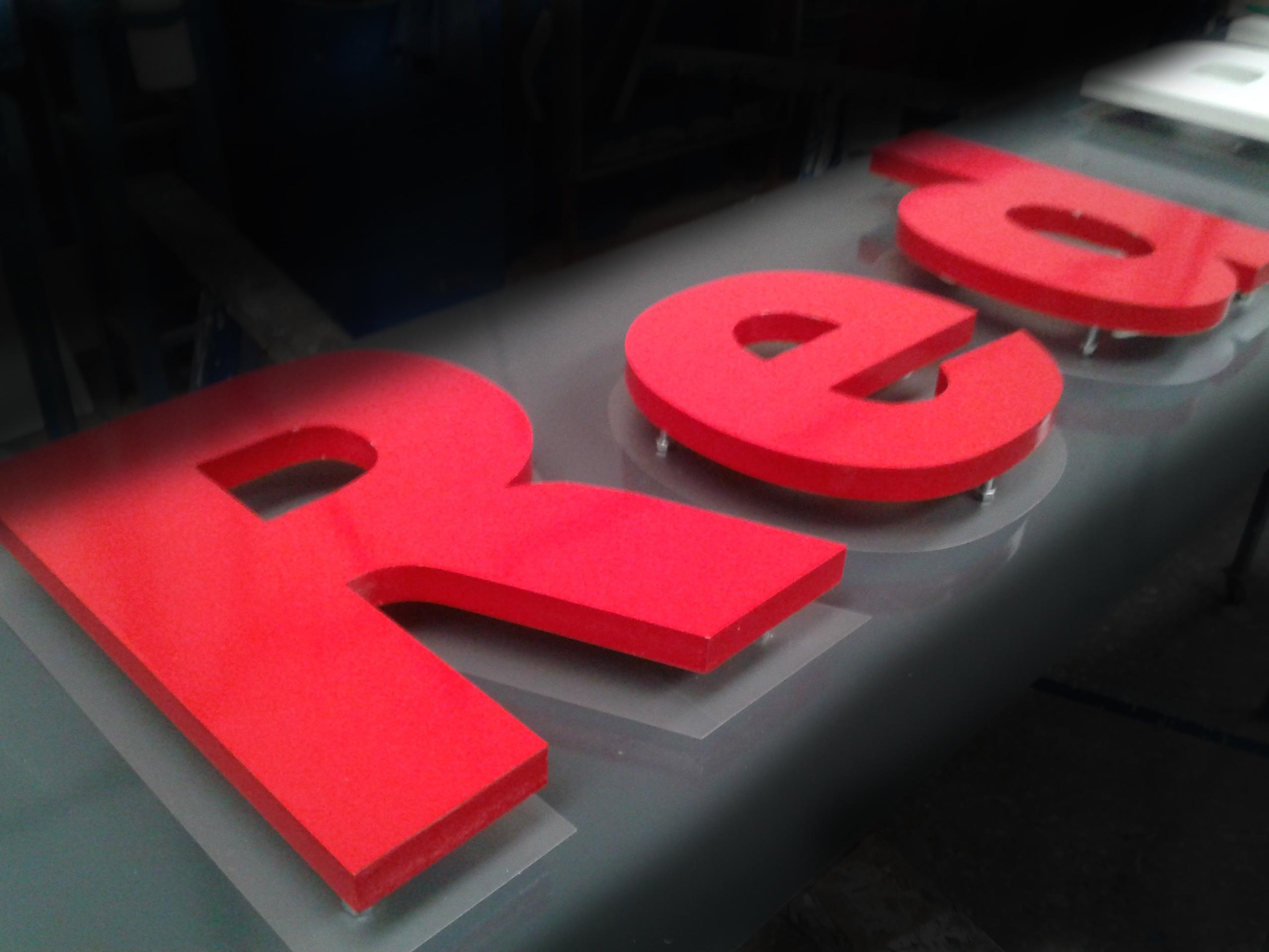 rotulo-rojo-letras-volumen-palencia